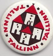 Badge TALLINN Soviet Estonia  TOWERS - Steden