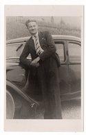 PHOTO-CARTE -  Homme Accoudé à Sa Voiture : à Identifier  (Veyrier, Hte Savoie - 15 Juin 1938) (N69) - Photographie