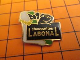 0120 Pin's Pins / Beau Et Rare  / THEME ANIMAUX / PANTHERE NOIRE NOEUD PAPILLON CHAUSSETTES LABONAL - Animaux
