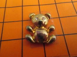 0120 Pin's Pins / Beau Et Rare  / THEME ANIMAUX / METAL JAUNE OURS EN PELUCHE OURSON - Animaux