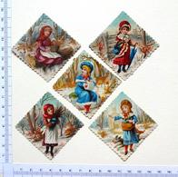5 CHROMOS...BORDS DENTELLES... H : 5 Cm............PETITE FILLE PAYSAGE D' HIVER - Children