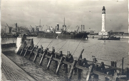 CPM Dunkerque Le Phare - Halage D'un Navire - Dunkerque