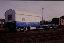 Photo Diapo Diapositive Train Wagon Plateforme SNCF Visite Ouvrages D'Art Sans Sa Nacelle à Montargis 1990 VOIR ZOOM - Diapositives