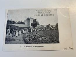 Les élèves à La Promenade  Pensionnat Des Soeurs De St Francois à Borgt-Lombeek - Ternat