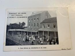 Les élèves En Récréation à La Cour Pensionnat Des Soeurs De St Francois à Borgt-Lombeek - Ternat