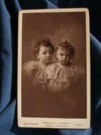 Photo CDV  Bellingard à Lyon  Portrait 2 Très Jeunes Enfants (fillettes)  Robes Identiques  CA 1890 - L481F - Photos