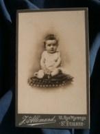 Photo CDV  Allemand à St Etienne  Bébé Assis Sur Un Coussin  CA 1900 - L481F - Fotos