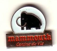 M15 Pin's Magasin MAMMOUTH ÉLÉPHANT Centre De Vie Achat Immédiat - Animaux