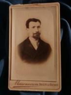 Photo CDV  Maisonneuve à Nogent Le Rotrou  Portrait Homme  Cravate Avec Un Gros Noeud  CA 1890 - L481F - Fotos