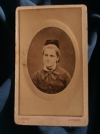 Photo CDV  Pelvey à Dreux  Portrait Femme Blonde  Noeud En Velours Dans Les Cheveux (B. Noyer)  CA 1880-85 - L481F - Fotos