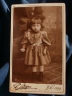 Photo CDV  Sayve à St Etienne  Petite Fille Joufflue  Robe Avec De La Dentelle Et Des Noeuds  CA 1890 - L481F - Fotos