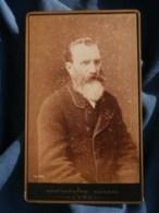 Photo CDV  Cavaroc à Lyon  Portrait Homme âgé  Grosse Barbe Blanche  Poéme Au Dos  CA 1890 - L481F - Fotos
