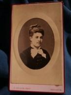 Photo CDV  Guillon à Issoudun  Portrait Jeune Fille  Robe En Velours Avec Des Brandebourgs  CA 1875-80 - L481F - Fotos