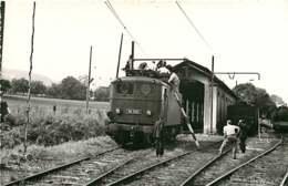 190120 - PHOTO BREHERET TRANSPORT TRAIN CHEMIN DE FER 1955 - 74 LA ROCHE SUR FORON Essai Disjoncteur BB-8126 Cheminot - La Roche-sur-Foron