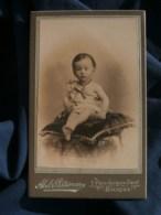 Photo CDV Abel Patureau à Bourges - Bébé  Sur Un Coussin Vers 1895-1900 L485 - Fotos