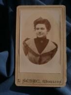 Photo CDV L. Sénac à Moulins - Portrait En Médaillon Femme, Robe Pied De Poule, Vers 1895-1900 L485 - Fotos