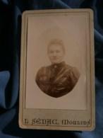 Photo CDV L. Sénac à Moulins - Portrait En Médaillon Femme, Vers 1895-1900 L485 - Fotos