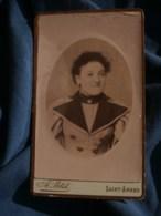 Photo CDV A. Petit à Saint Amand - Portrait En Médaillon Jeune Femme Souriante, Vers 1890 L485 - Fotos