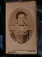 Photo CDV A. Petit à Saint Amand - Portrait En Médaillon Jeune Femme, Vers 1890 L485 - Fotos