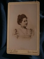 Photo CDV A. Petit à Saint Amand - Portrait Nuage Femme Au Chignon, Plastron Guipure De Dentelle, Vers 1895 L485 - Fotos