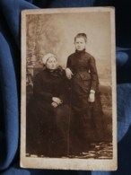 Photo CDV Anonyme - Femme à La Coiffe Et Jeune Fille, Vers 1870-75 L485 - Fotos