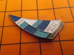 0220 Pin's Pins / Beau Et Rare  / THEME BATEAUX / VOILE VOILIER 3675 OUEST PLUS - Boats