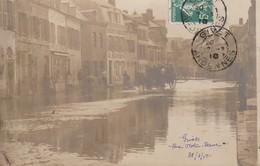 CARTE PHOTO:ATTELAGE RUE NOTRE DAME INONDÉE LE 28 FÉVRIER 1910 GIVET (08)..ÉCRITE - Givet