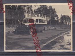 Au Plus Rapide Beau Plan Avant Autobus Autocar Mercedes Années 50 - Automobiles