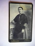PHOTO CDV JEUNE FEMME BRETONNE COSTUME TRADITIONEL BRETAGNE  CABINET BONNESOEUR A ST SERVAN - Fotos