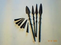 ANCIENNES POINTES DE FLECHE LANCES HARPON OBJETS ETHNIQUES ORIGINE ET EPOQUE A DETERMINER - Knives/Swords