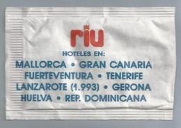 Suikerzakje.- RIU HOTELES EN MALLORCA, GRAN CANARIA, FUERTEVENTURA, TENERIFE. GERONA. Suiker Sucre Zucchero Zucker Sugar - Suiker