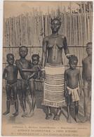 Cote D'ivoire Grand Bassam Une Coiffure De Femme ébrié - Costa D'Avorio