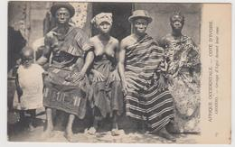 Cote D'ivoire Aboisso Groupe D'agni Devant Leur Case   (rare) - Costa D'Avorio