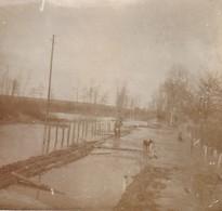 Photo 1917 MEZIERES-SUR-OISE - Inondation Du Canal, Soldat Allemand (A218, Ww1, Wk 1) - Saint Quentin