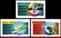 Ref. BR-2367-69 BRAZIL 1992 ENVIRONMENT, UN, CONFERENCE ECO-RIO,, GLOBE, FLAGS, MI# 2476-78, MNH 3V Sc# 2367-2369 - Ungebraucht