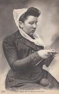 SAINT-POL-de-LEON: Jeune Fille (tricoteuse) - Saint-Pol-de-Léon