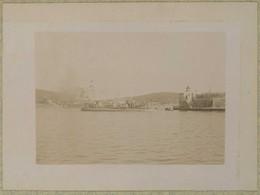 Tirage Circa 1900. Villefranche-sur-Mer (Alpes-Maritimes). Un Torpilleur De L'escadre Rentrant Au Port. Bateau De Guerre - Luoghi