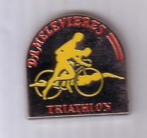 A356 Pin's VELO CYCLISME TRIATHLON Natation Course à Pieds DAMELEVIERES Meurthe Et Moselle Achat Immédiat - Biathlon