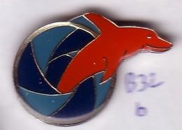 B32 Pin's  Dauphin Baleine Rouge Dolphin Achat Immédiat - Animaux