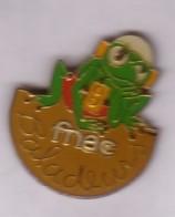 B85 Pin's Frog  Grenouille FNAC Baladeurs Achat Immédiat - Animaux