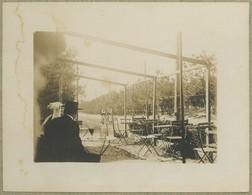 Les Sables D'Olonne (Vendée). Mai 1900. Café Des Pins De La Rudelière. Femmes Avec Coiffe. - Places