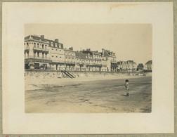 Les Sables D'Olonne (Vendée). Mai 1900. Le Remblai. Villas. - Places