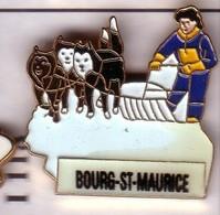 I118 Pin's Chien De Traîneau Husky BOURG SAINT MAURICE Savoie Achat Immédiat - Animaux
