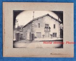 Photo Ancienne - Lieu à Situer - Beau Portrait Patron à La Fenetre De Son Usine ? - Industrie Architecture - Industriel - Fotos