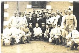 MILITARIA 1919 -  CARTE PHOTO, GROUPE DE SOLDATS MILITAIRES, DIFFERENTES TENUES, VOIR LE SCANNER - Documenten
