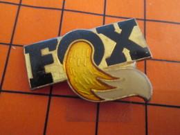 2719 Pin's Pins / Beau Et Rare  / THEME ANIMAUX / QUEUE DE RENARD FOX Pas Mulder !!! - Animaux