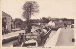 YONNE ROGNY LES BORDS DU CANAL - Frankrijk