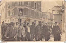 PRISONNIERS ALLEMANDS AVEC RESISTANTS REGIN PARISIENNE CARTE PHOTO - War 1939-45