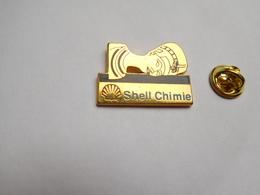 Beau Pin's En Zamac , Carburant Essence , Oil , Huile , Shell Chimie , Nefertiti - Carburants