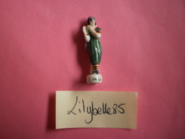 Feve Ancienne En Porcelaine - DALILA - Serie AMOUREUX CELEBRES 1997 ( Feves Figurine Miniature ) Rare - Personnages
